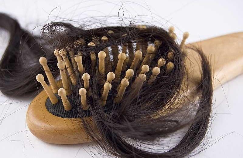 تساقط الشعر، كيف تعالجينه؟